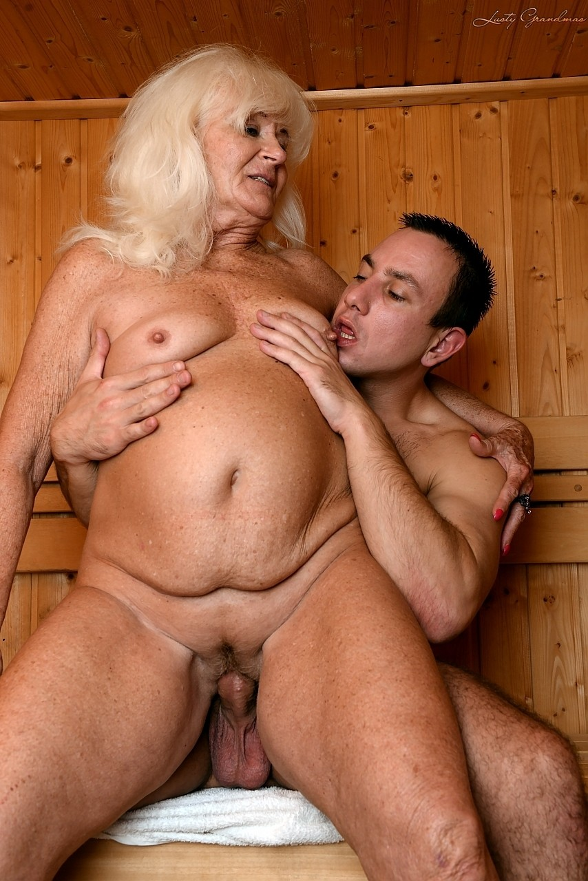 Mature women and grannies. Gallery - 1307. Photo - 14