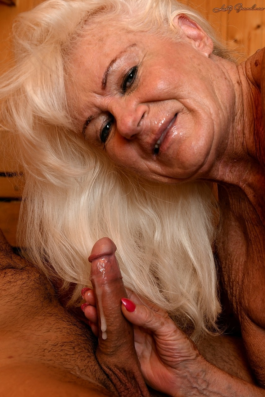 Mature women and grannies. Gallery - 1307. Photo - 19