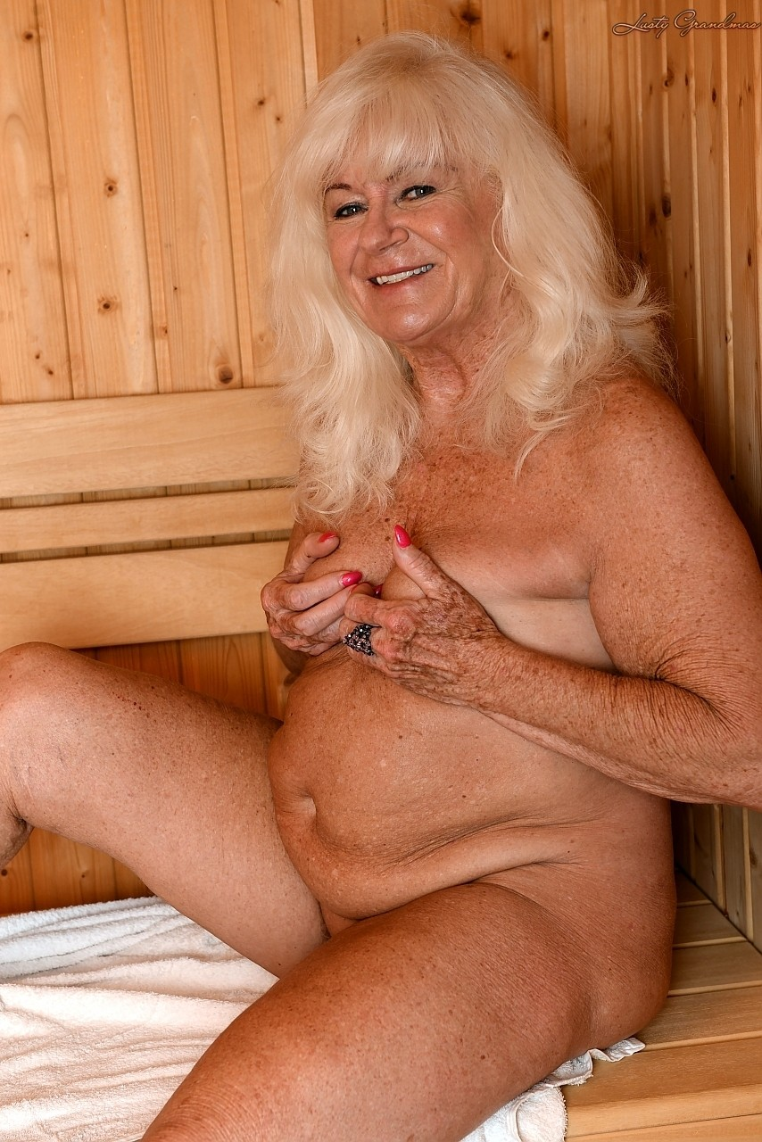Mature women and grannies. Gallery - 1307. Photo - 2