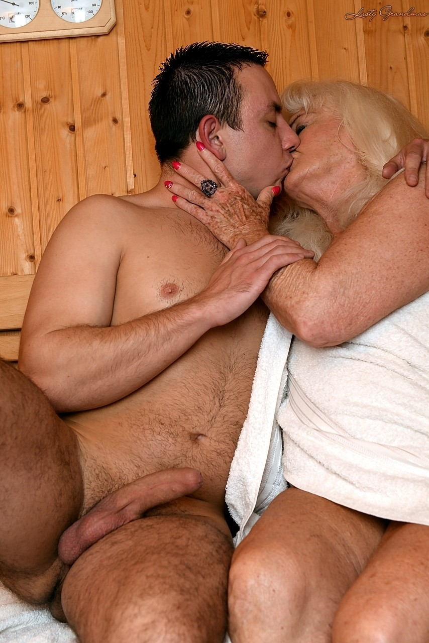 Mature women and grannies. Gallery - 1307. Photo - 4