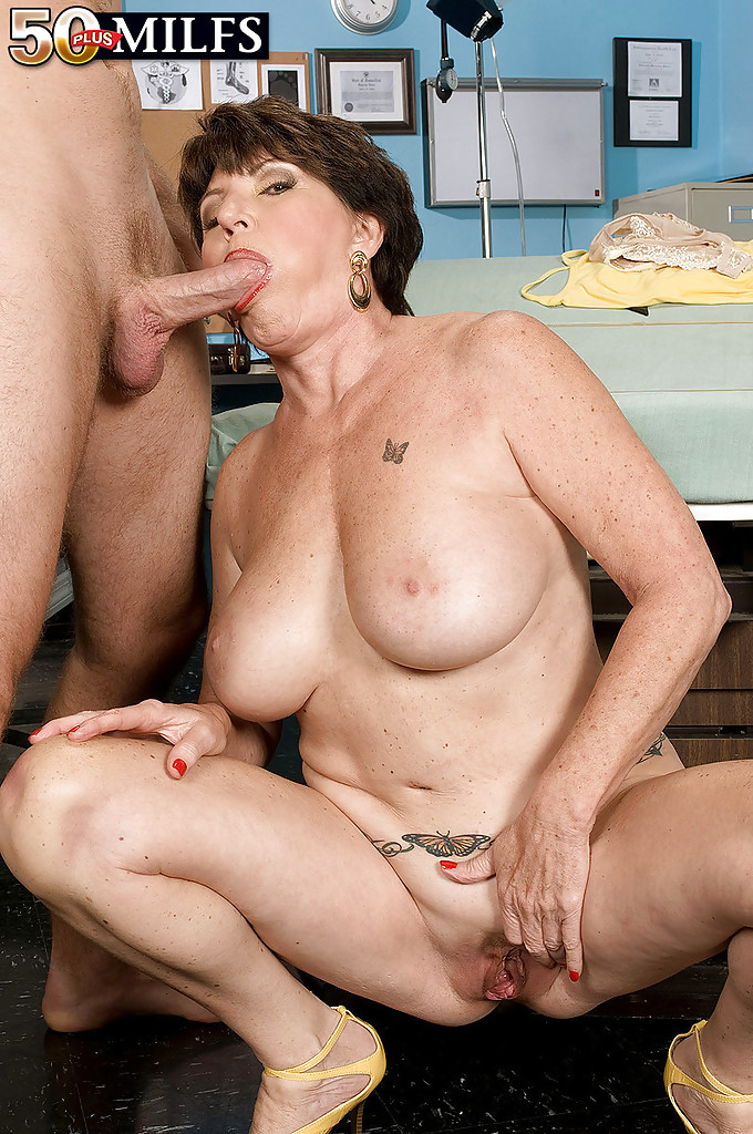 Mature women and grannies. Gallery - 1309. Photo - 11
