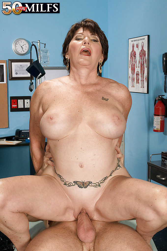 Mature women and grannies. Gallery - 1309. Photo - 14