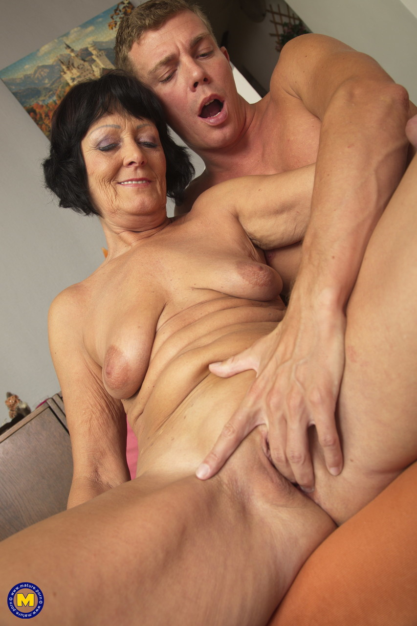 Mature women and grannies. Gallery - 1326. Photo - 12