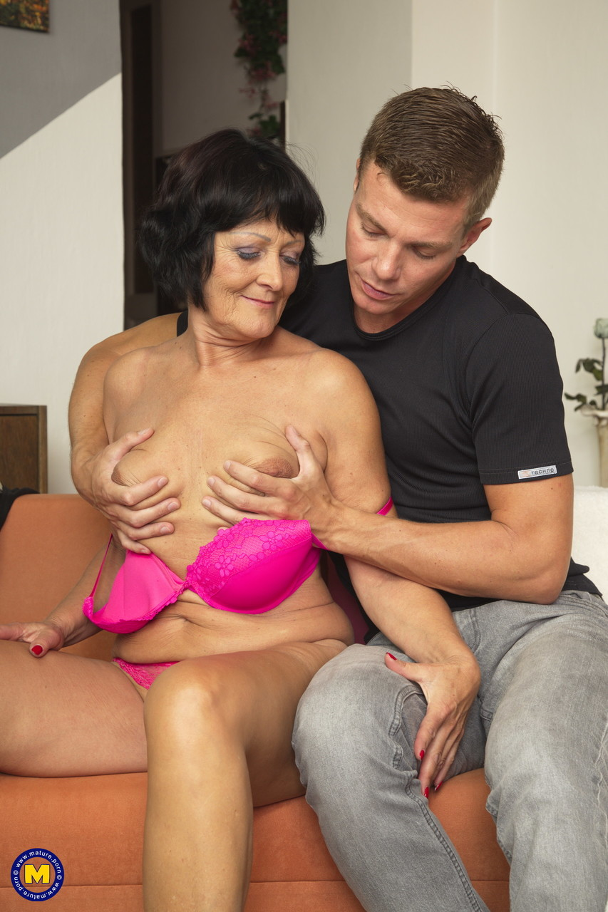 Mature women and grannies. Gallery - 1326. Photo - 7