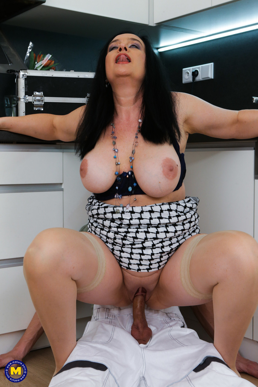 Mature women and grannies. Gallery - 1327. Photo - 11