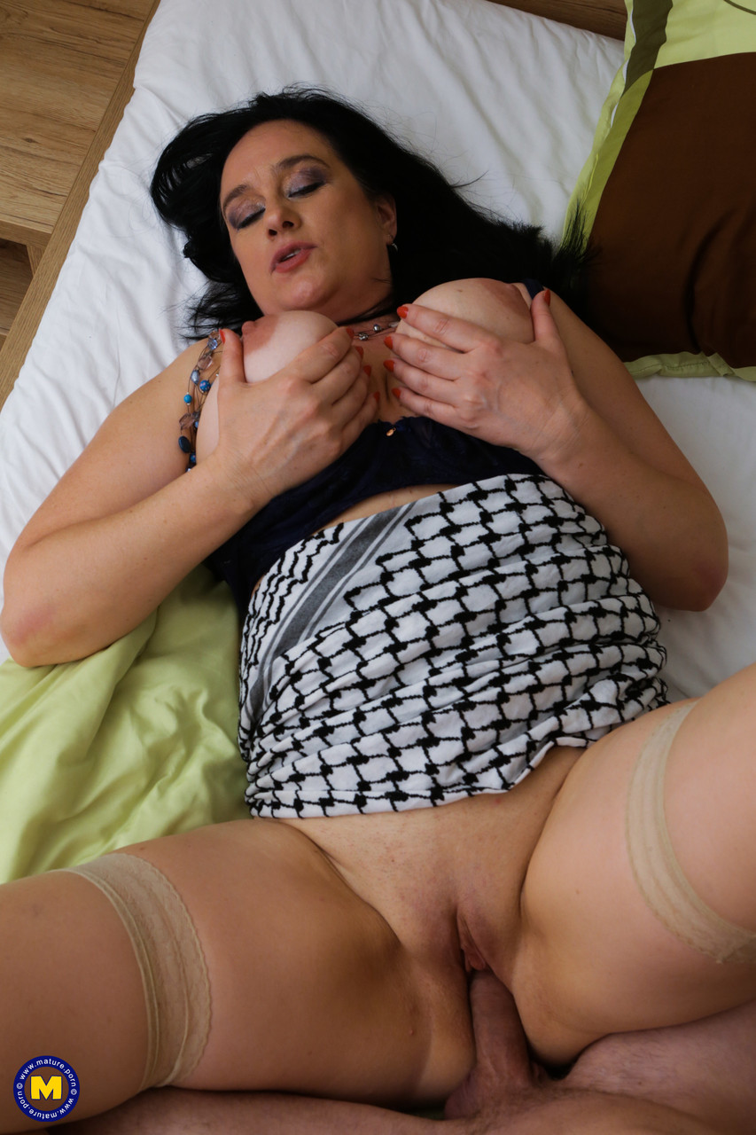Mature women and grannies. Gallery - 1327. Photo - 17