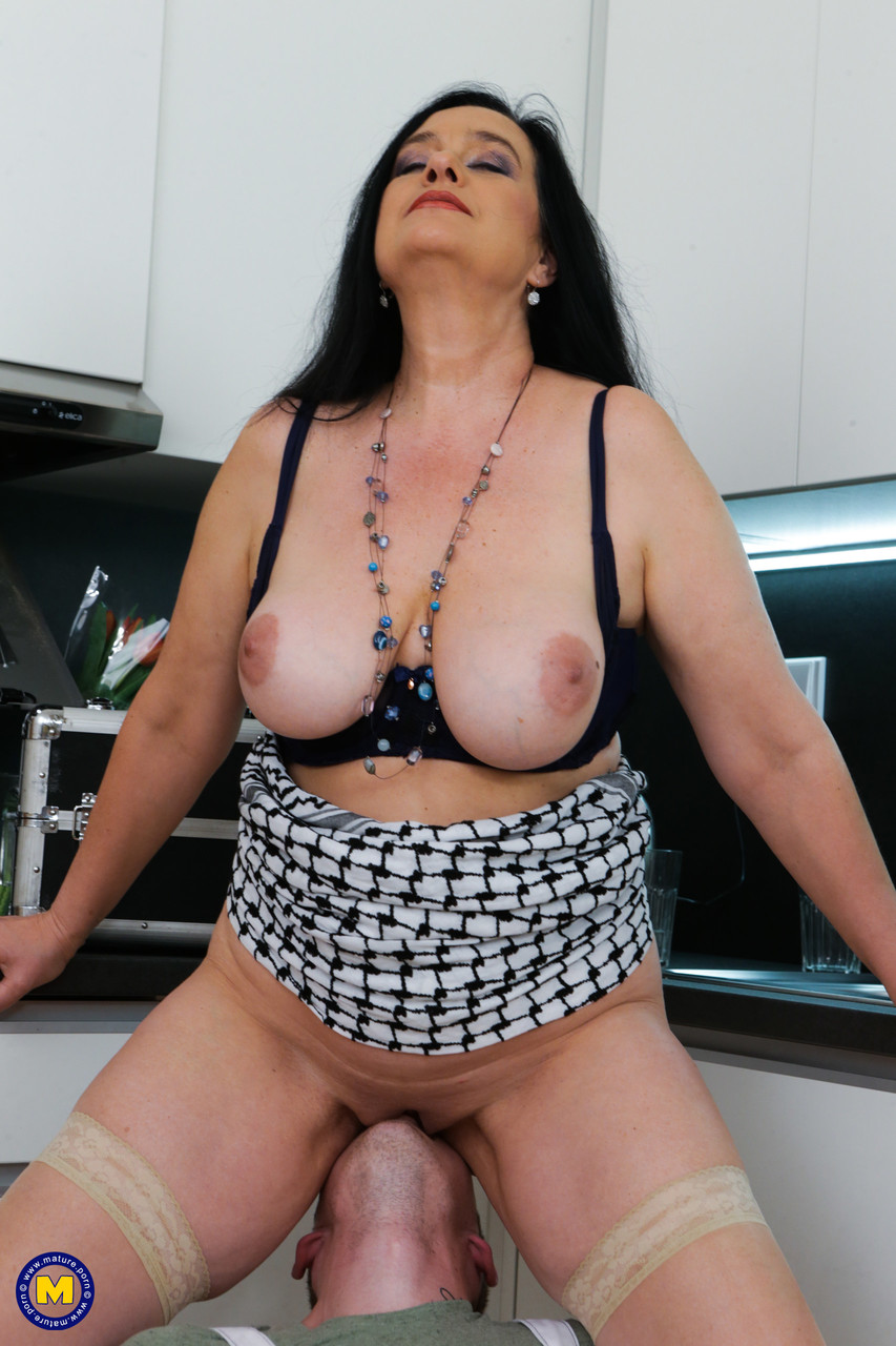 Mature women and grannies. Gallery - 1327. Photo - 6