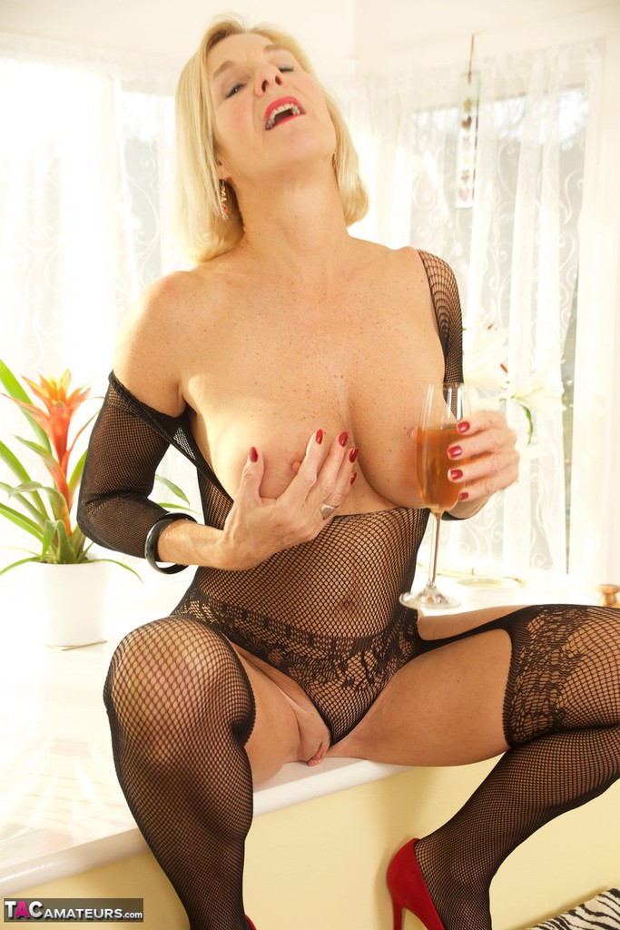 Mature women and grannies. Gallery - 1336. Photo - 10