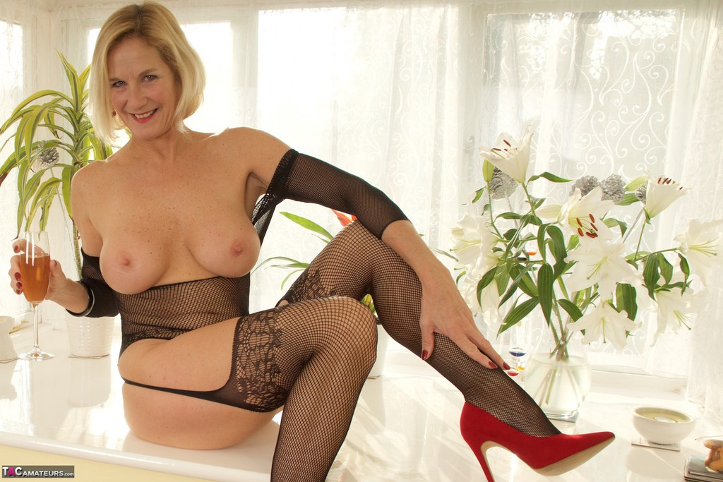 Mature women and grannies. Gallery - 1336. Photo - 17