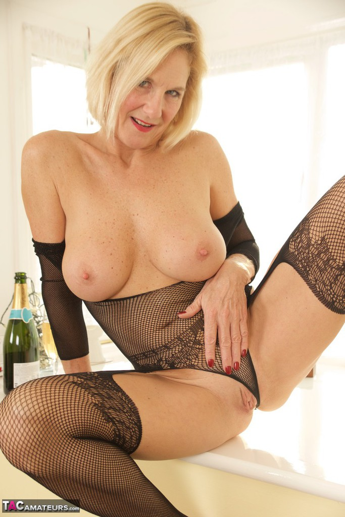Mature women and grannies. Gallery - 1336. Photo - 19