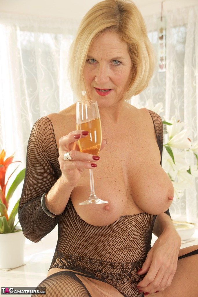 Mature women and grannies. Gallery - 1336. Photo - 8