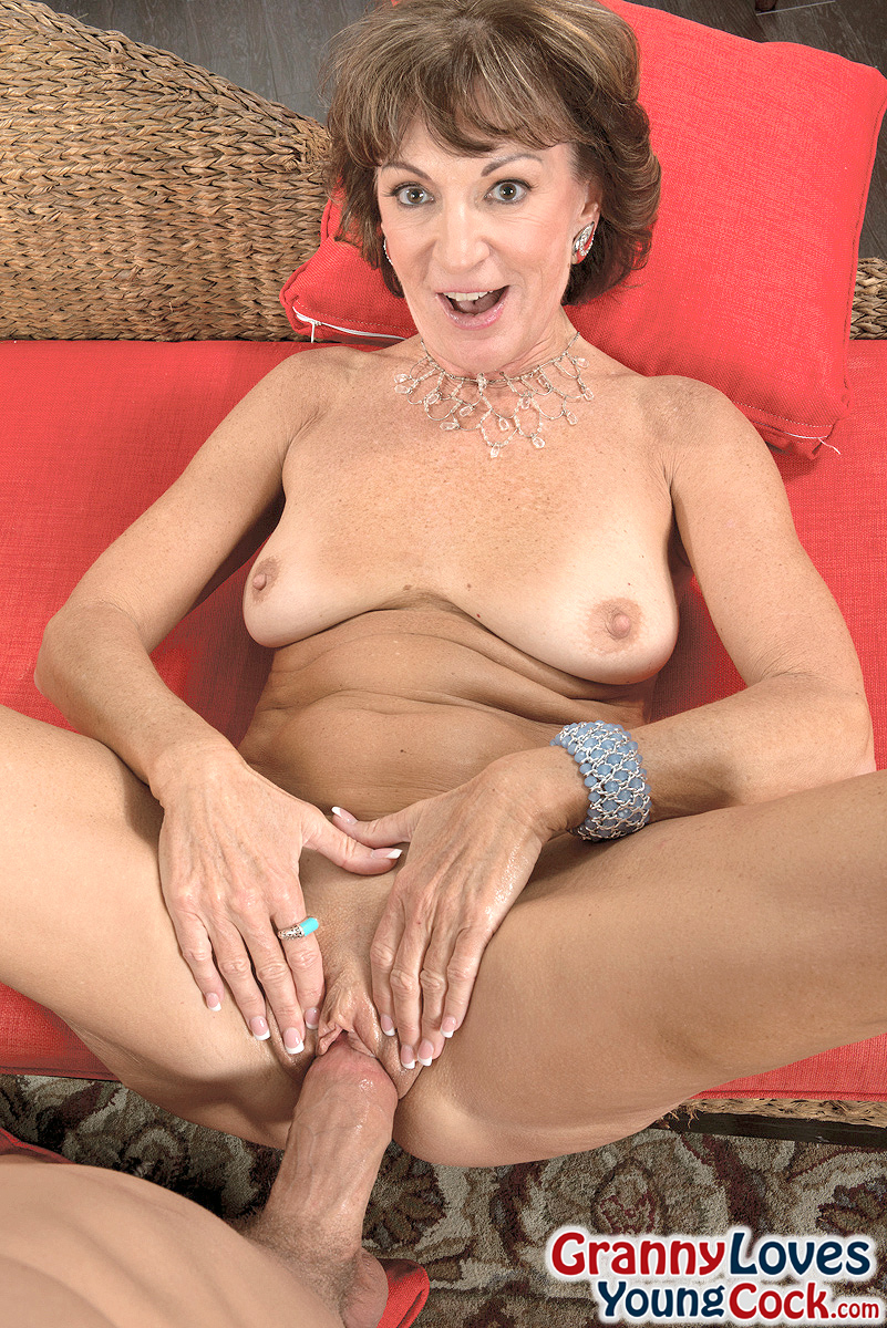 Mature women and grannies. Gallery - 1358. Photo - 10