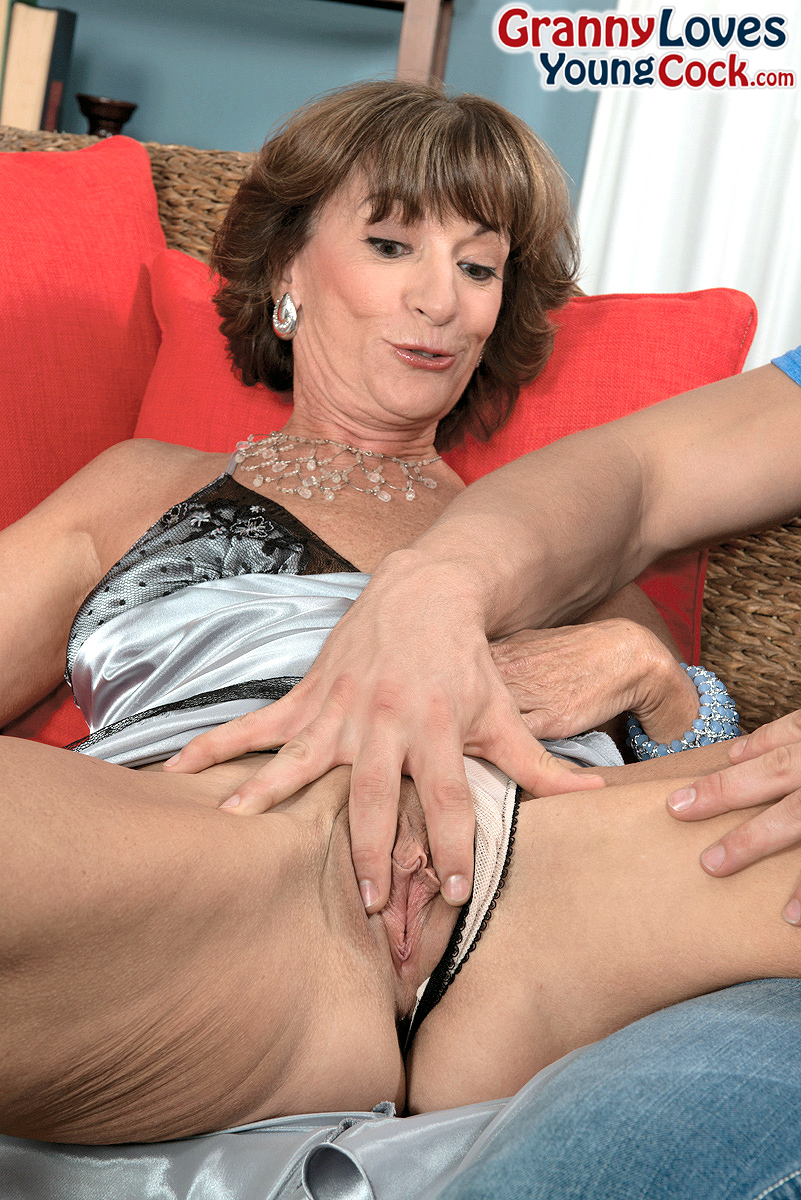 Mature women and grannies. Gallery - 1358. Photo - 3