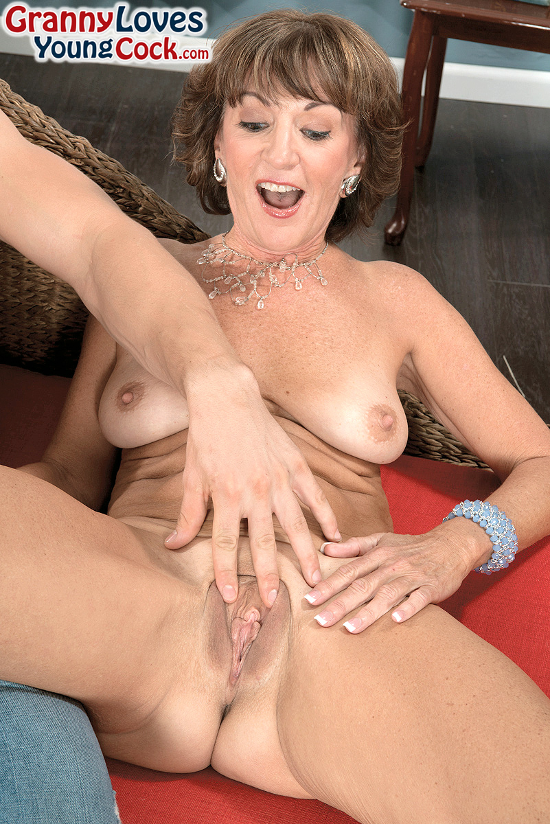 Mature women and grannies. Gallery - 1358. Photo - 6