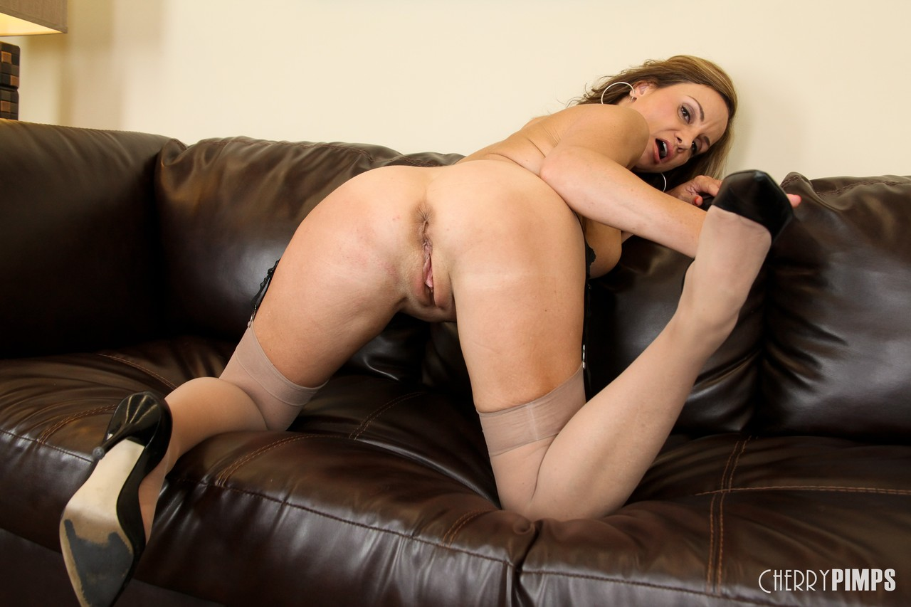 Mature women and grannies. Gallery - 1364. Photo - 12