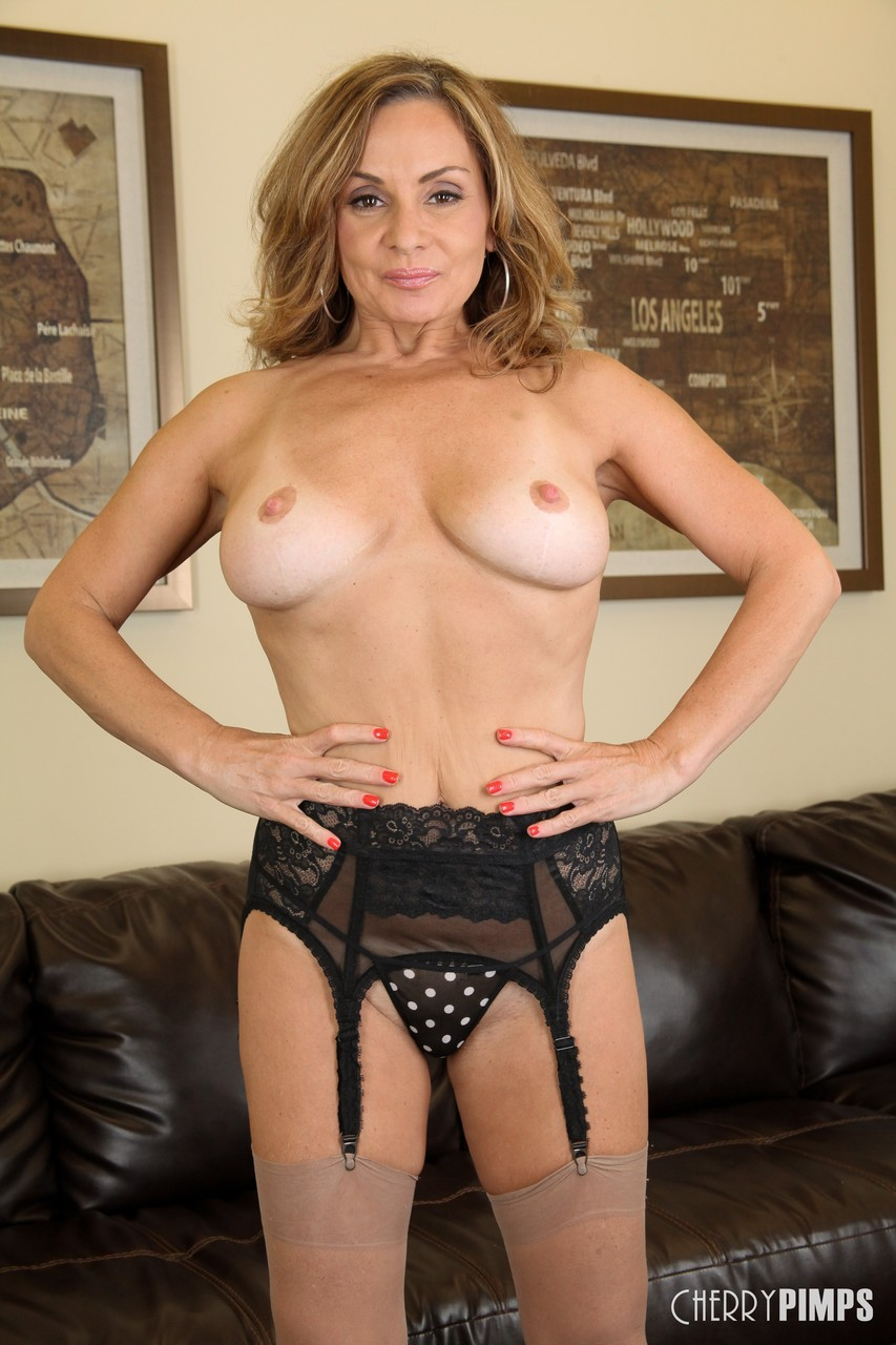 Mature women and grannies. Gallery - 1364. Photo - 5