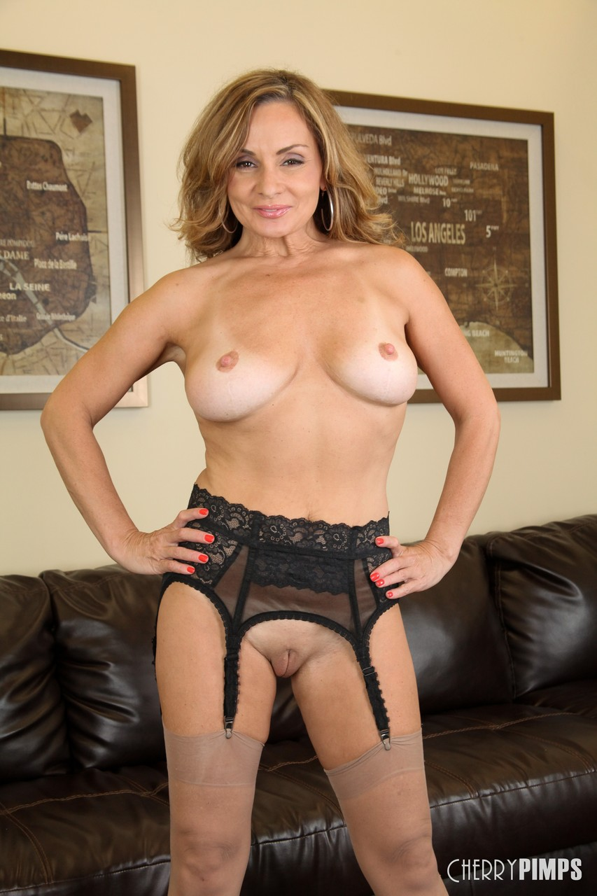 Mature women and grannies. Gallery - 1364. Photo - 7