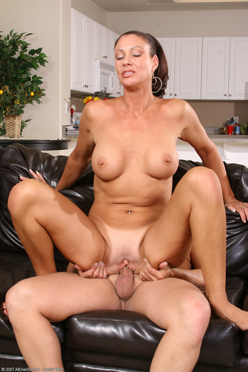 Mature women and grannies. Gallery - 1367. Photo - 13
