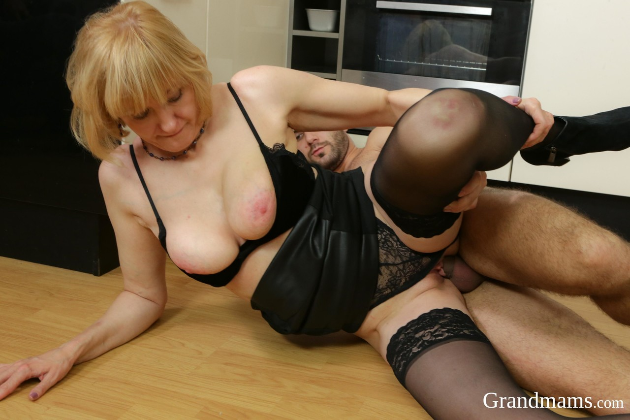 Mature women and grannies. Gallery - 1380. Photo - 13