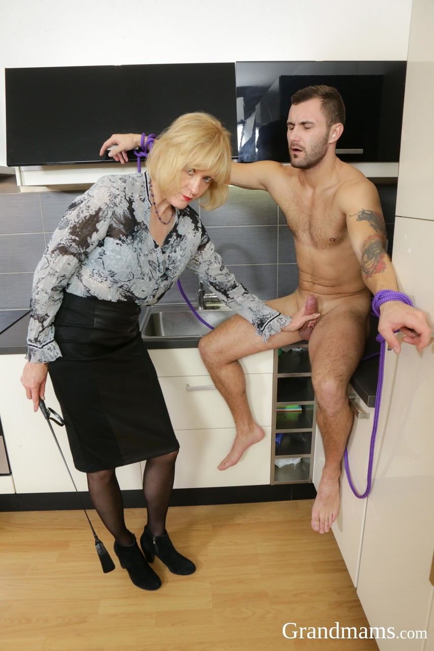 Mature women and grannies. Gallery - 1380. Photo - 2