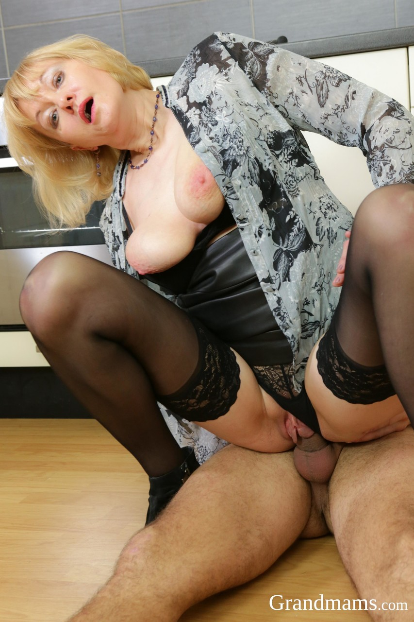 Mature women and grannies. Gallery - 1380. Photo - 7