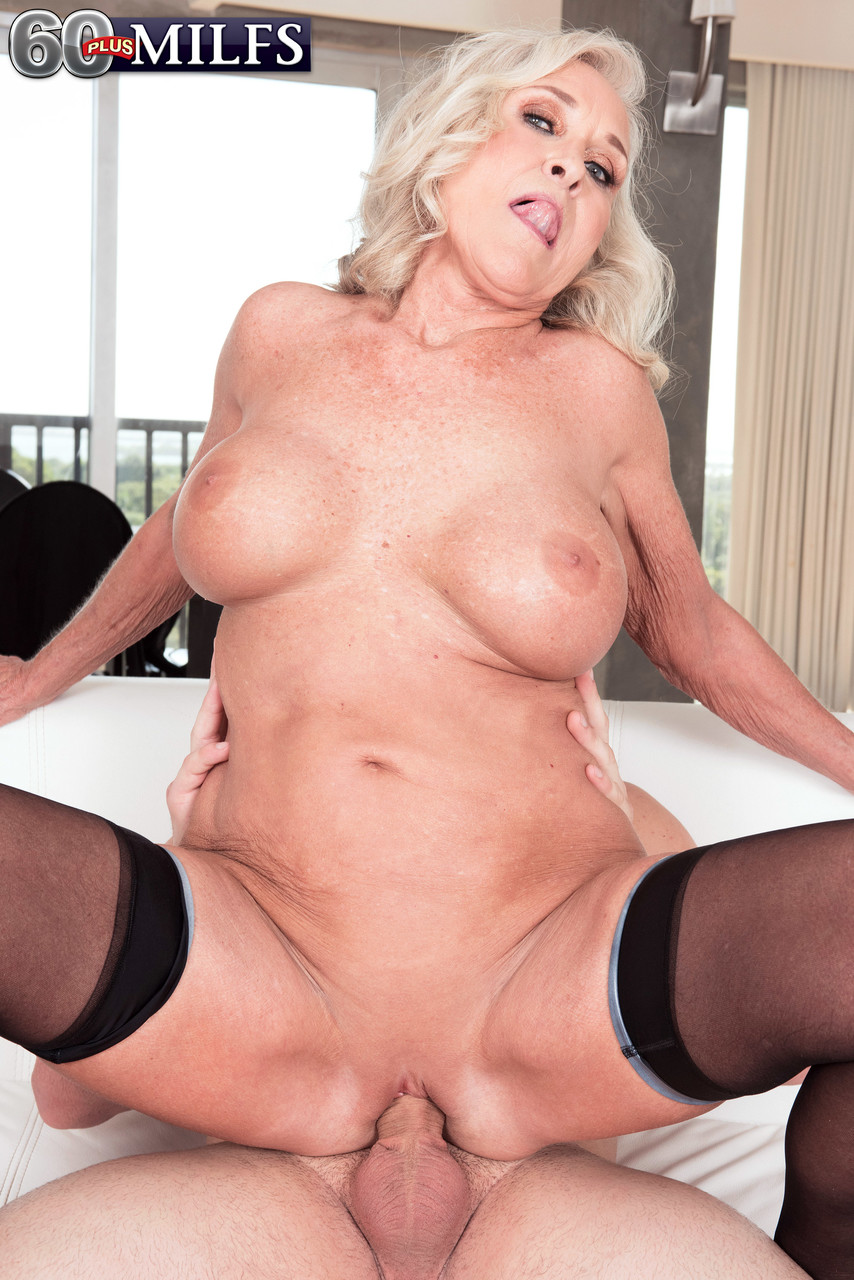 Mature women and grannies. Gallery - 1391. Photo - 13