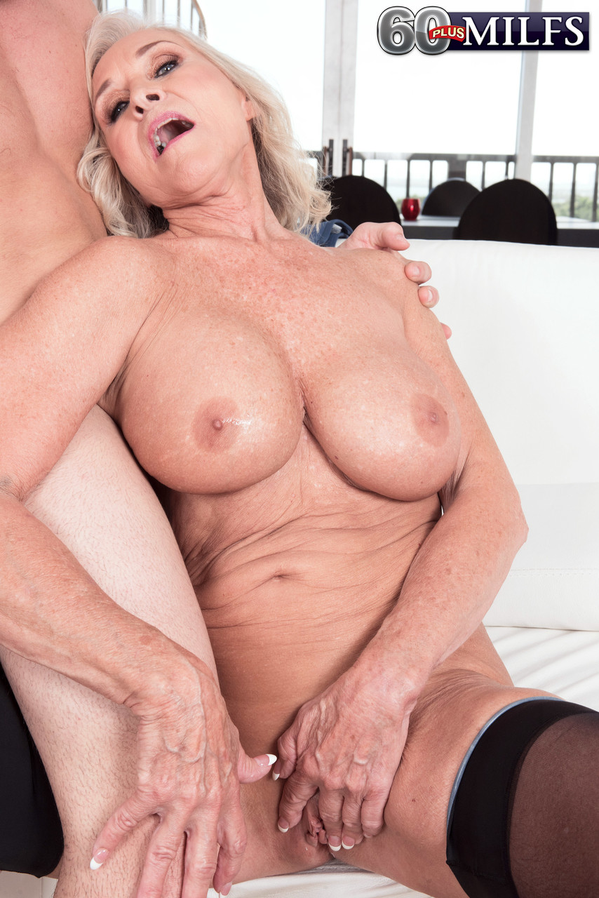 Mature women and grannies. Gallery - 1391. Photo - 9