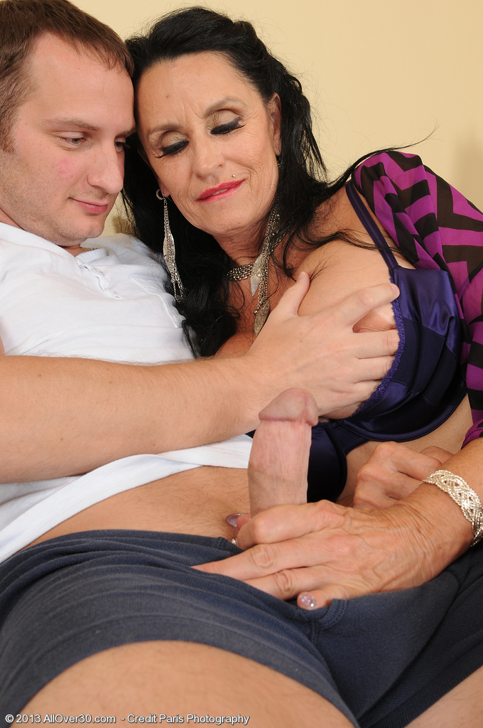 Mature women and grannies. Gallery - 1394. Photo - 2