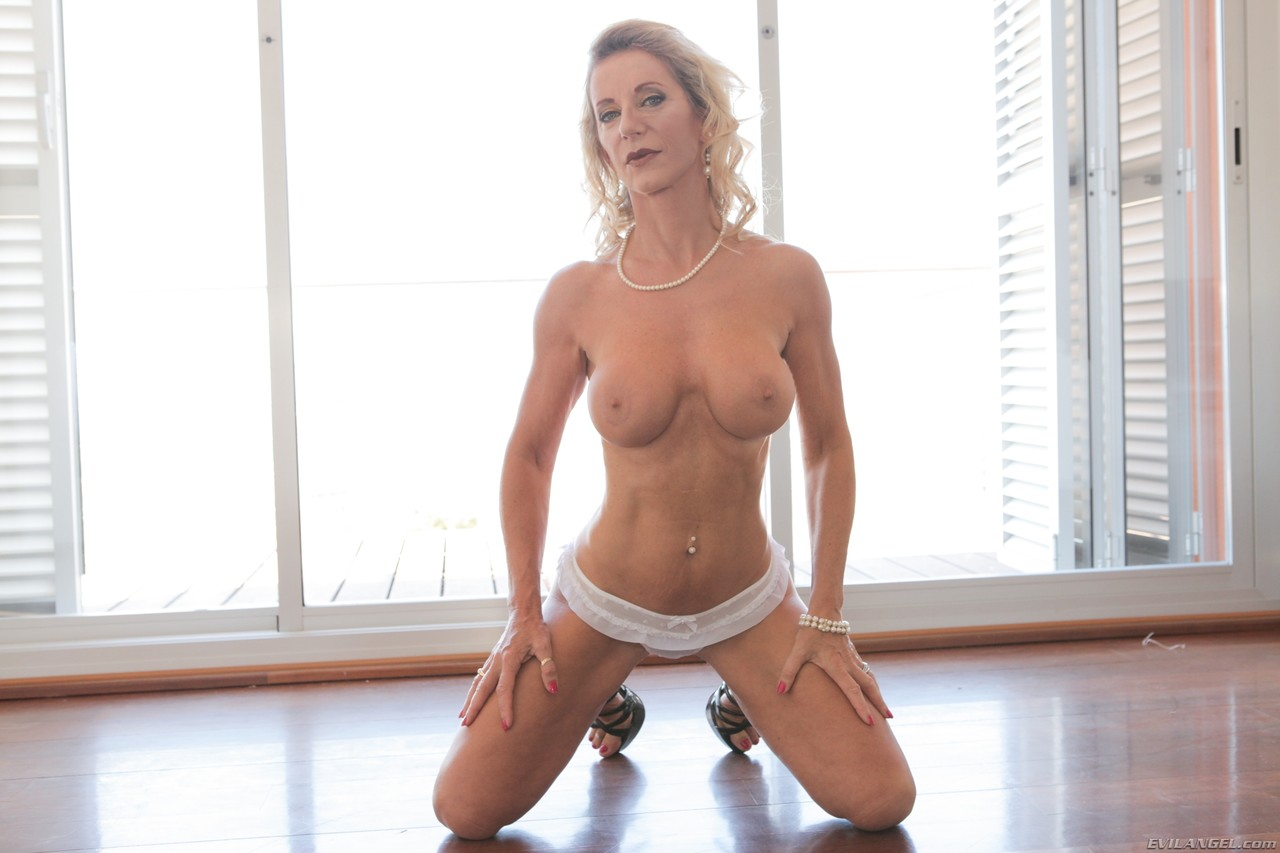 Mature women and grannies. Gallery - 1407. Photo - 4
