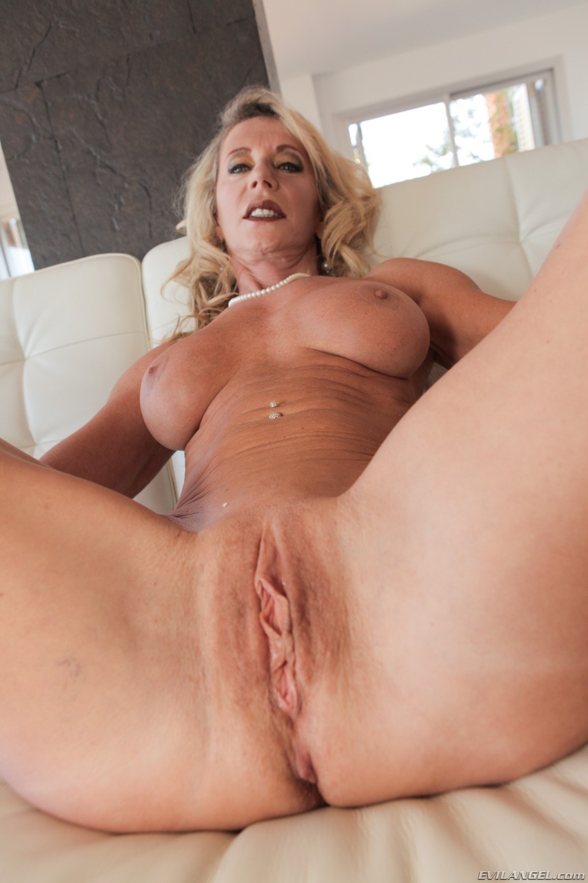 Mature women and grannies. Gallery - 1407. Photo - 8