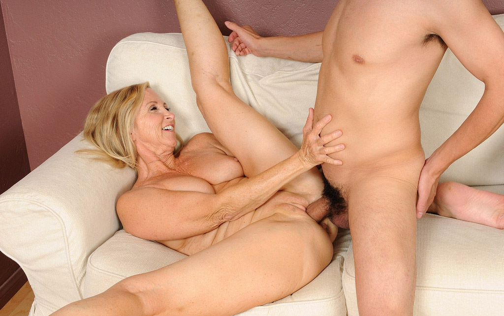 Mature women sex with boy