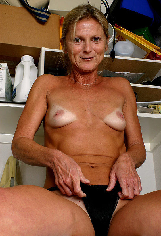 Mature women and grannies. Gallery - 257. Photo - 10
