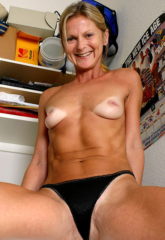 Mature women and grannies. Gallery - 257. Photo - 11