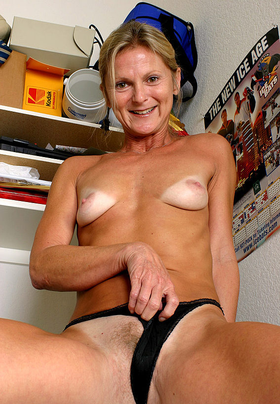 Mature women and grannies. Gallery - 257. Photo - 12