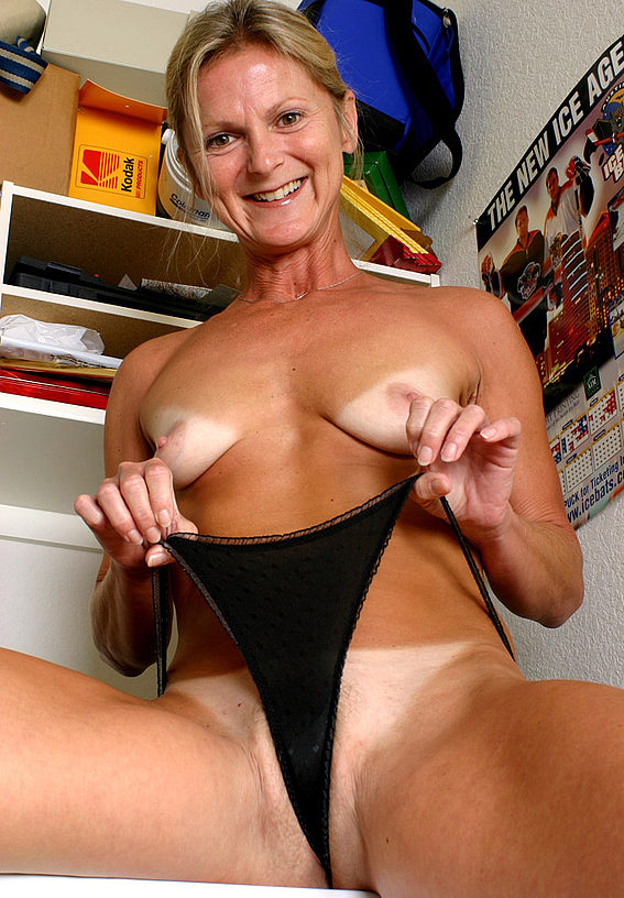 Mature women and grannies. Gallery - 257. Photo - 13