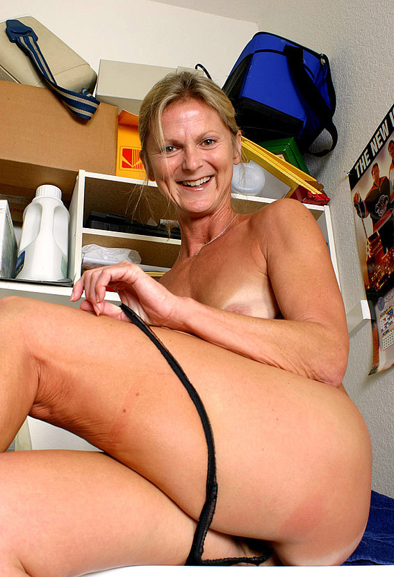 Mature women and grannies. Gallery - 257. Photo - 14