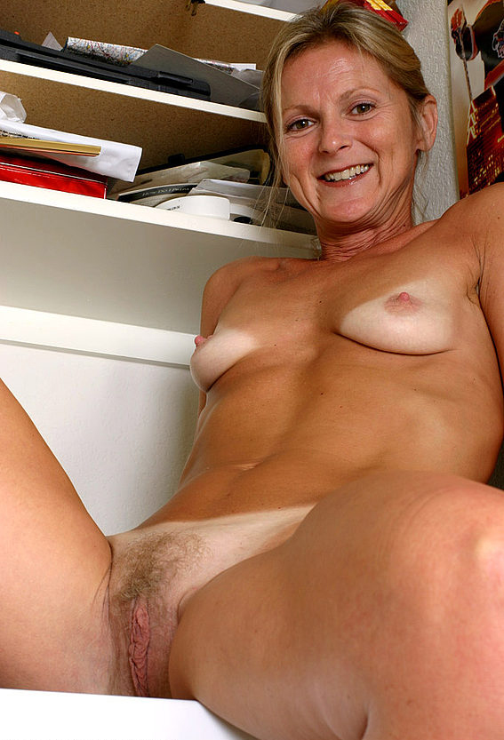 Mature women and grannies. Gallery - 257. Photo - 15
