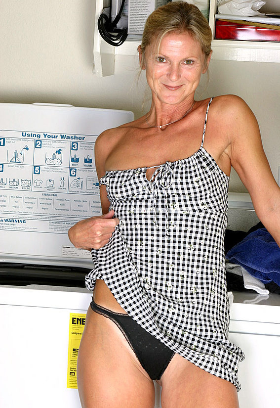Mature women and grannies. Gallery - 257. Photo - 3