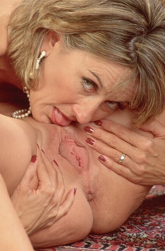 Mature women and grannies. Gallery - 262. Photo - 3