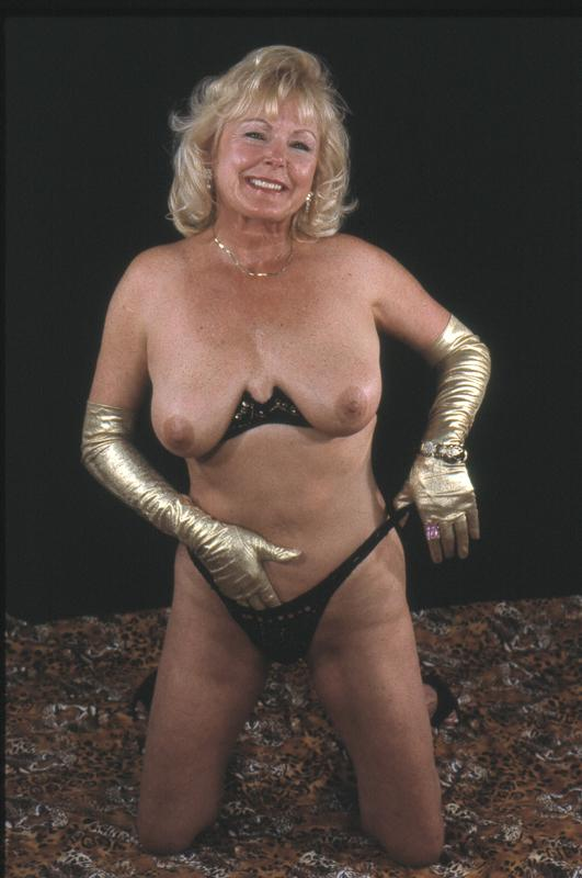 Mature women and grannies. Gallery - 264. Photo - 11