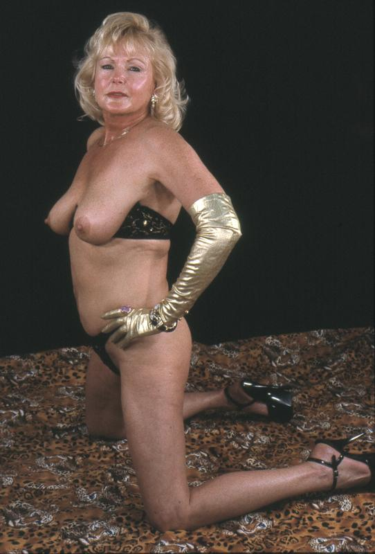 Mature women and grannies. Gallery - 264. Photo - 13