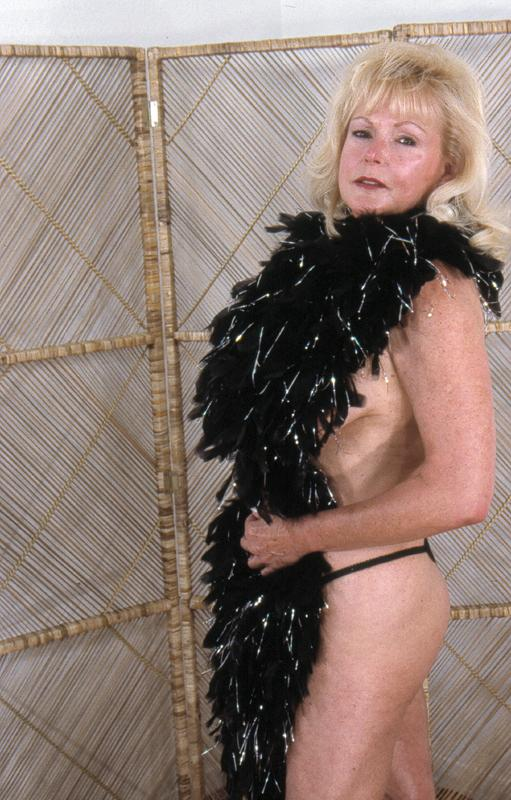 Mature women and grannies. Gallery - 264. Photo - 3
