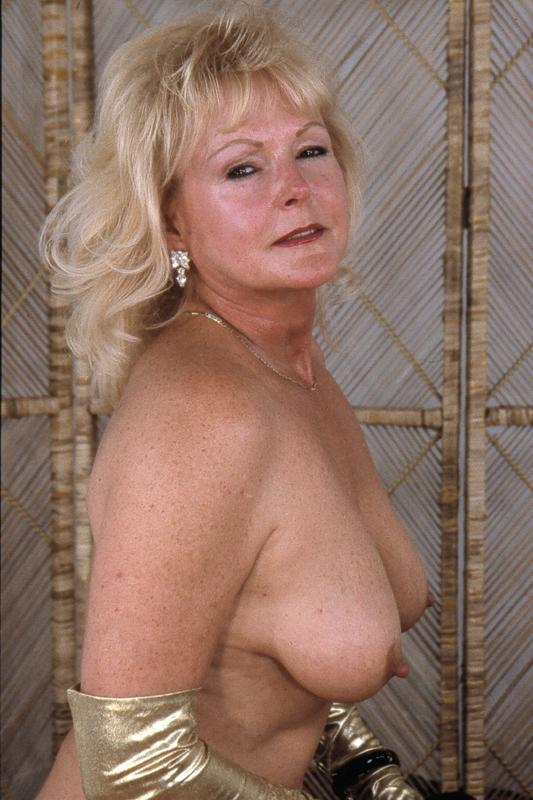 Mature women and grannies. Gallery - 264. Photo - 4