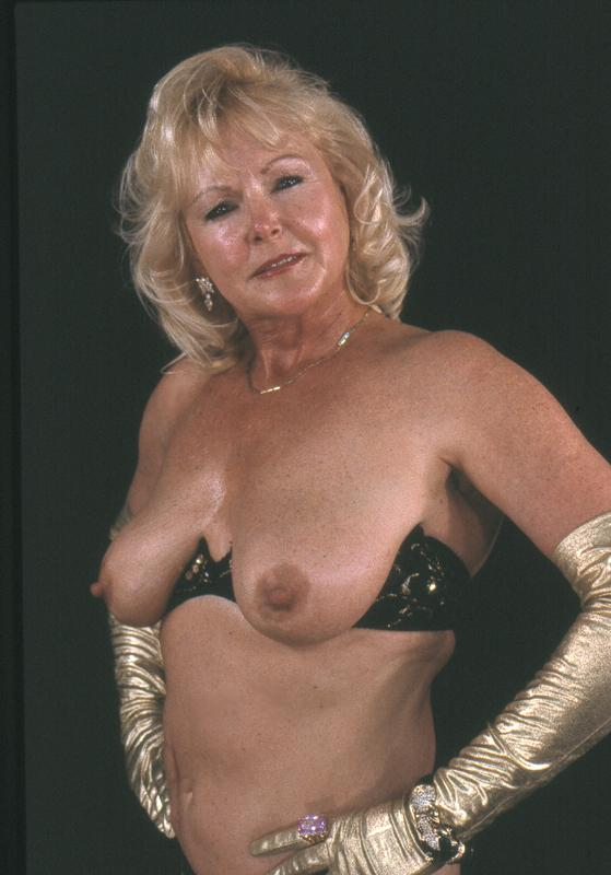 Mature women and grannies. Gallery - 264. Photo - 9