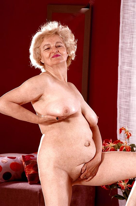 Mature women and grannies. Gallery - 267. Photo - 11