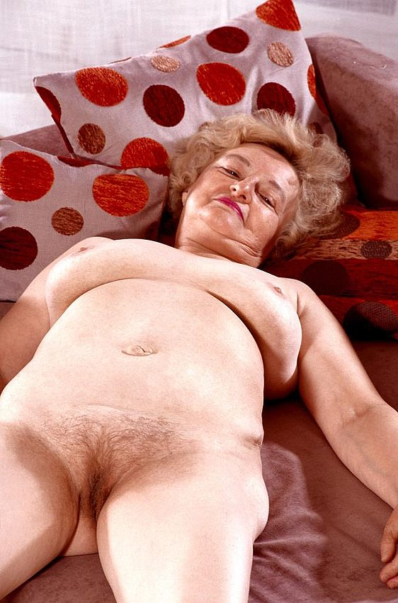 Mature women and grannies. Gallery - 267. Photo - 13