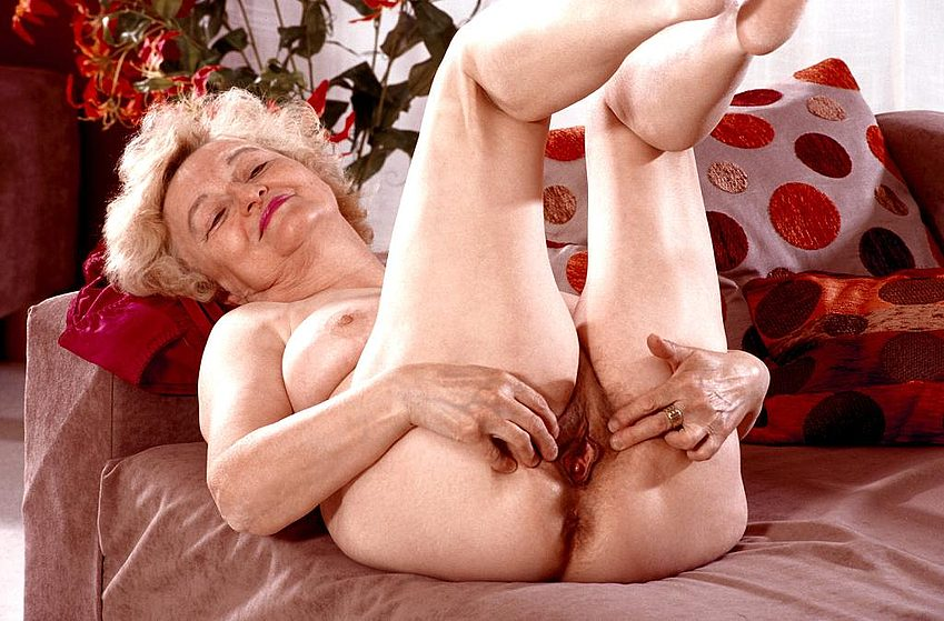 Mature women and grannies. Gallery - 267. Photo - 14