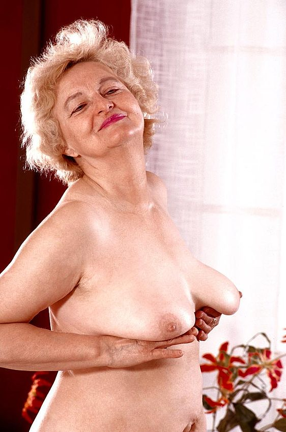 Mature women and grannies. Gallery - 267. Photo - 15