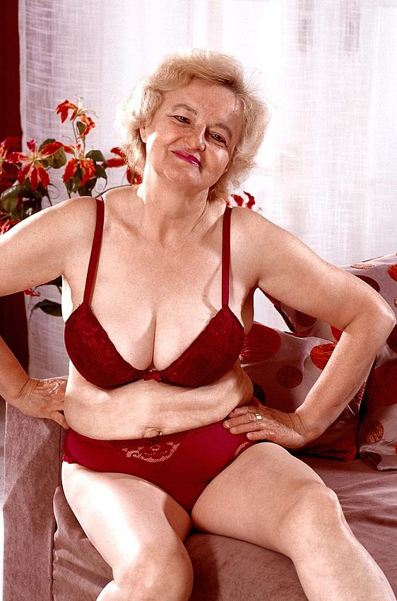 Mature women and grannies. Gallery - 267. Photo - 3