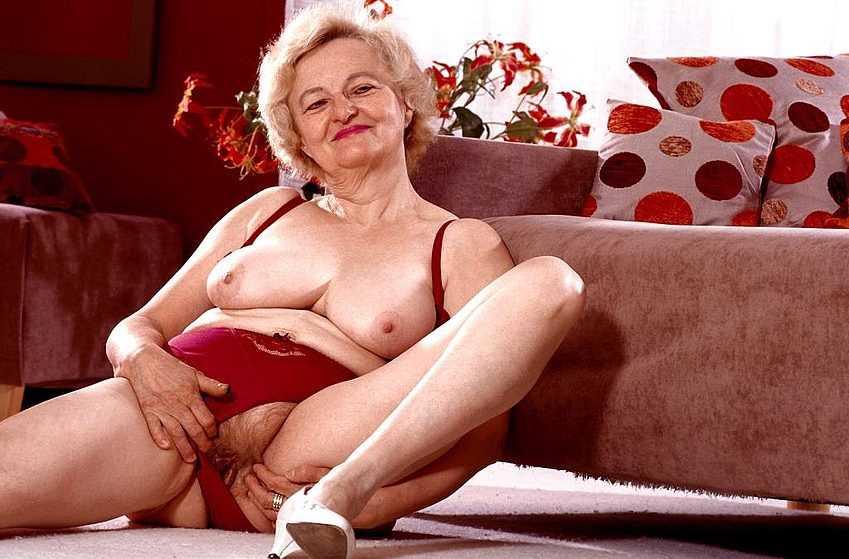Mature women and grannies. Gallery - 267. Photo - 4